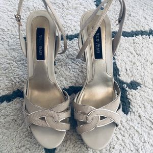 🌺 WHBM strappy heels size 8m
